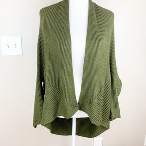 NWT. Zara green cardigan. Size M.